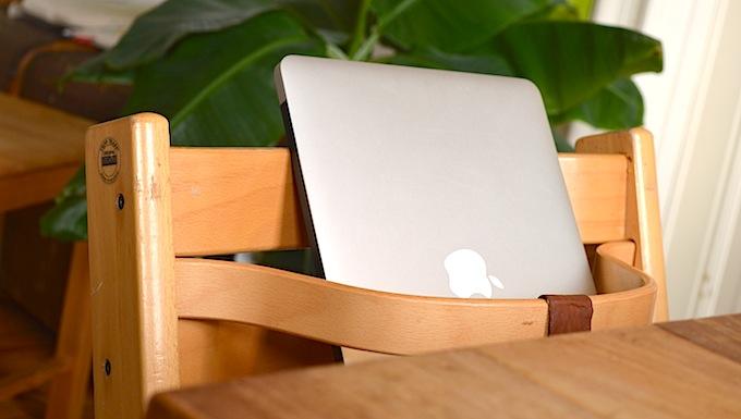 Elternzeit Kinderstuhl Laptop